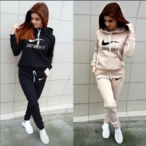 Women's Nike Jogging Sets